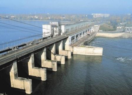 Новосибирская ГЭС. по согласованию с Верхне-Обским бассейновым водным управлением проводит плановый сброс плавающей...