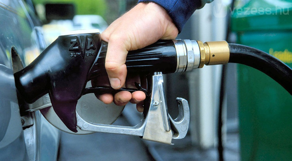 Цены набензин в РФ занеделю увеличились на0,3%