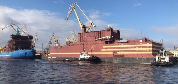 Он тронулся: ПАТЭС «Михаил Ломоносов» отошел от причальной стенки