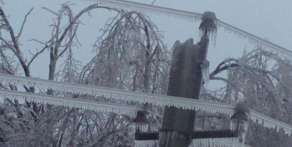 В Краснодарском крае из-за неблагоприятных погодных условий происходят массовые аварийные отключения электроэнергии