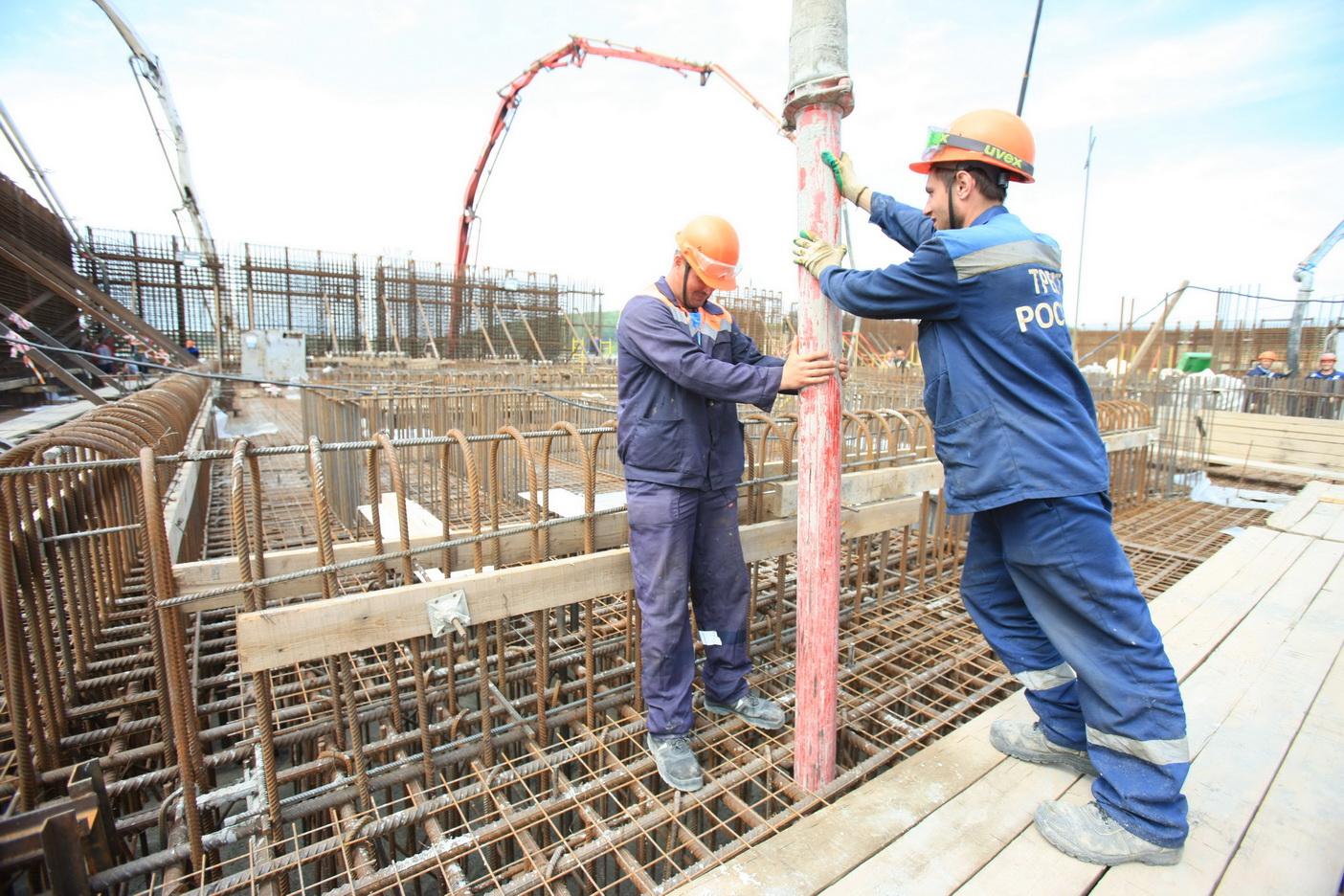 Бетонирование фундамента реакторного здания первого энергоблока Курской АЭС