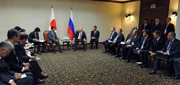 Глава Газпрома на встрече премьер-министра Синдзо Абэ и президента РФ Владимира Путина