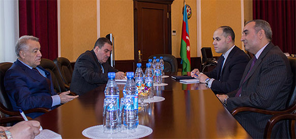 Министр энергетики Азербайджана Натиг Алиев и посол Марокко в Азербайджане Мухаммад Адиль Эмбарш