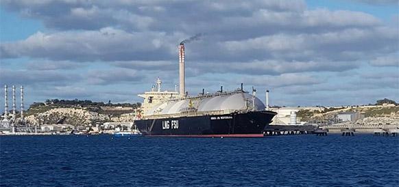 FRSU Armada LNG Mediterrana в порту Марсашлок на юго-востоке Мальты