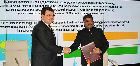 Министр энергетики Казахстана Канат Бозумбаев и министр нефти и газа Индии Дхармендра Прадхан
