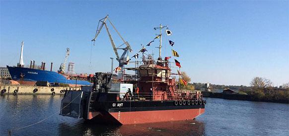 Спуск на воду судна-нефтемусоросборника Си Ант