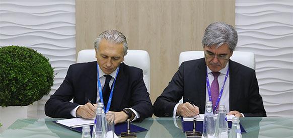 Председатель правления Газпром нефти Александр Дюков и президент Сименс АГ Джо Кэзер