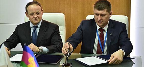 Замгубернатора Краснодарского края Андрей Алексеенко и член правления Газпром нефти Александр Дыбаль