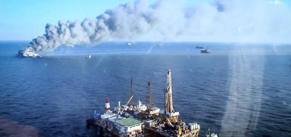 Пожар на платформе на месторождении Гюнешли в Азербайджане