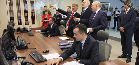 Глава республики Башкортостан Рустэм Хамитов осматривает диспетчерский центр Газпром трансгаз Уфа