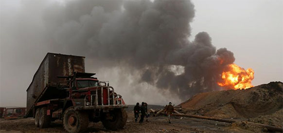 Пожар на нефтяных скважинах на месторождении Qayyara в Ираке