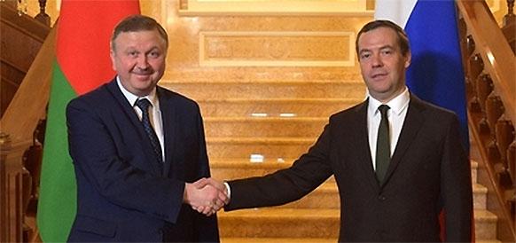 Премьер-министр Республики Беларусь Андрей Кобяков и премьер-министр РФ Дмитрий Медведев