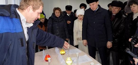 Аким Степногорска Ануар Кумпекеев на открытие мини-НПЗ