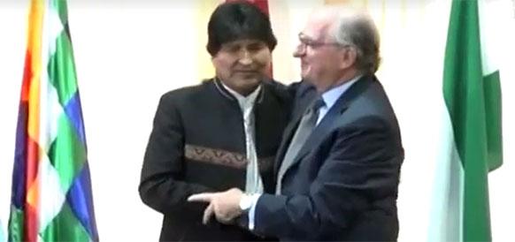 Президент Боливии Эво Моралес и президент Repsol Антонио Бруфау