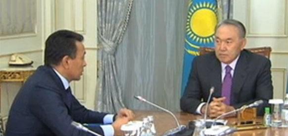 Глава Казмунайгаза Сауат Мынбаев и президент Республики Казахстан Нурсултан Назарбаев