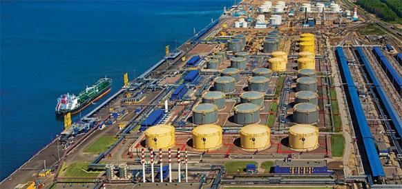 Нефтеналивной терминал в порту Усть-Луга