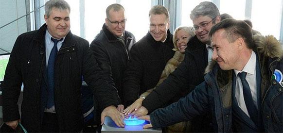 Вице-премьер РФ Игорь Шувалов запускает установку первичной переработки нефти Анжерской нефтегазовой компании