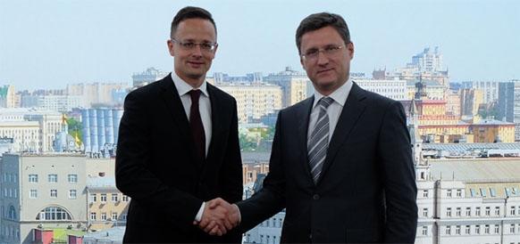 Министр внешнеэкономических связей и иностранных дел Венгрии Петер Сийярто и министр энергетики РФ Александр Новак