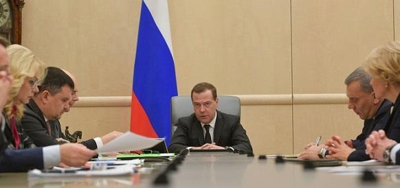 Д. Медведев потребовал от Д. Козака вызывать на ковер нефтекомпании завышающие цены на бензин