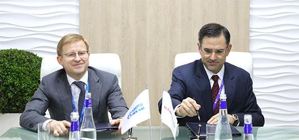 1-й заместитель генерального директора Газпром нефти Вадим Яковлев и главный исполнительный директор и президент Halliburton Джефф Миллер