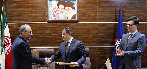 Замминистра нефти Ирана Амир Хосейн Заманиния и замминистра энергетики РФ Кирилл Молодцов