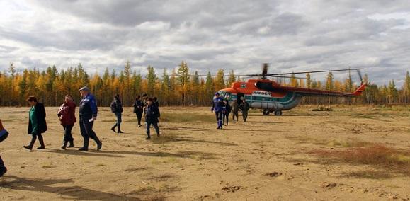 Делегация компании, руководства Мирнинского района и надзорных органов осматривает площадку