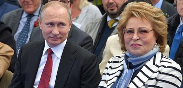 Путин присутствовал на церемонии имянаречения, а Матвиенко стала крестной матерью судна