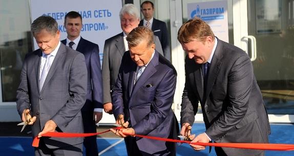 Алексей Кокорин, Виктор Зубков и генеральный директор ООО «Газпром газомоторное топливо» Михаил Лихачев