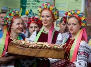 Отказ от евроинтеграции и получение займа от России сулит Украине выгоду в 42 млрд долл США в 2014 г