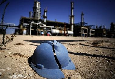 Группа вооруженных людей захватила и разграбила нефтяное месторождение в Ливии