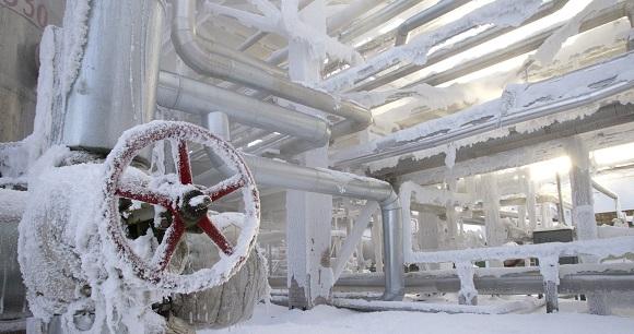 Из-за морозов в ХМАО дизельное топливо отгружается автомобильным и железнодорожным транспортом буквально с колес