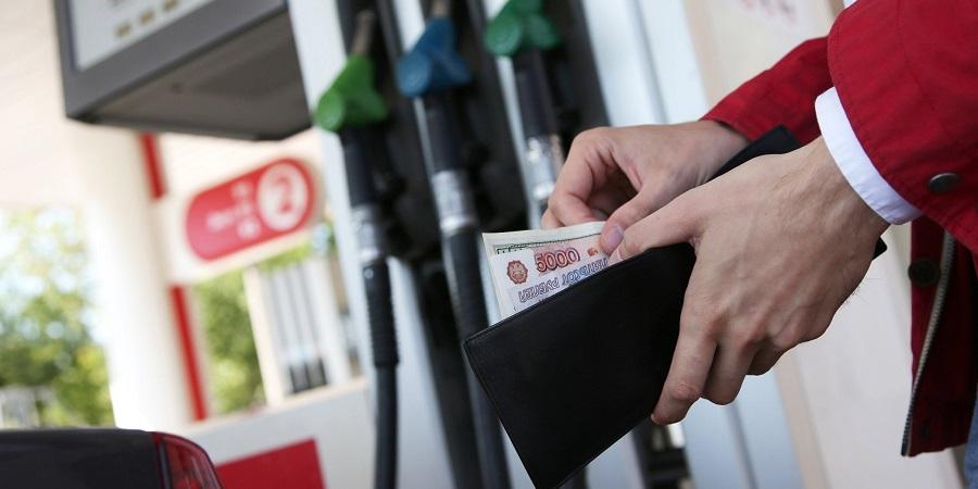 Цены на бензин в России за неделю выросли на 1 коп.