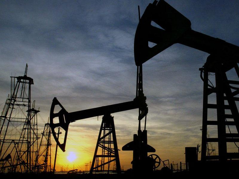 Цены на нефть продолжают снижаться. Немного
