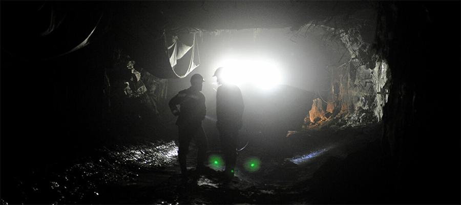 В шахте Ново-Кальинской на Урале произошло обрушение породы