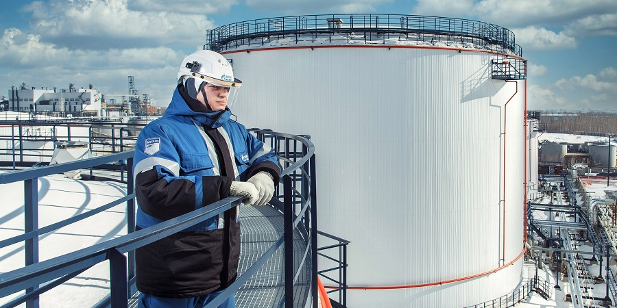 Омский НПЗ Газпром нефти приступил к монтажу ключевого оборудования биологических очистных сооружений «Биосфера»