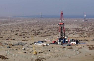 Газпром нефть начнет добычу нефти на  месторождении Бадра начнется в 2013 г