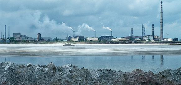 Крымский Титан возобновляет работу после закрытия в связи с химическим выбросом