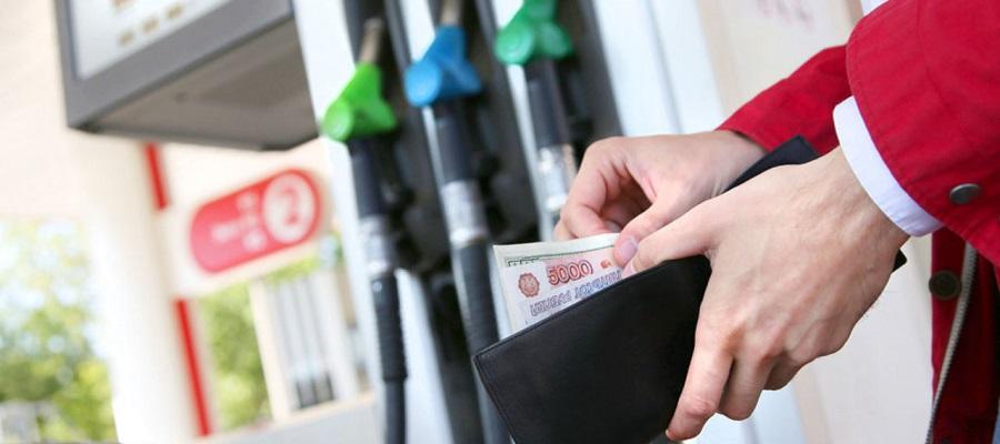В Красноярском крае перед прямой линией с президентом резко снизились цены на бензин