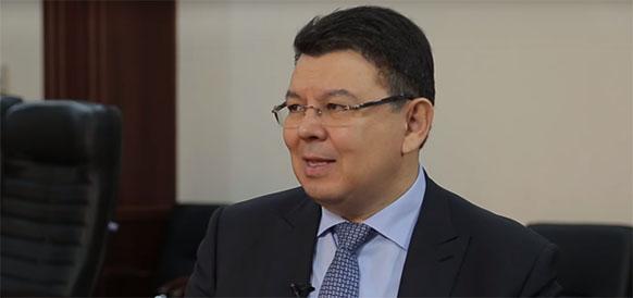 Повод для шуток? Глава Минэнерго Казахстана К. Бозумбаев превратил ситуацию с импортом российского бензина в анекдот