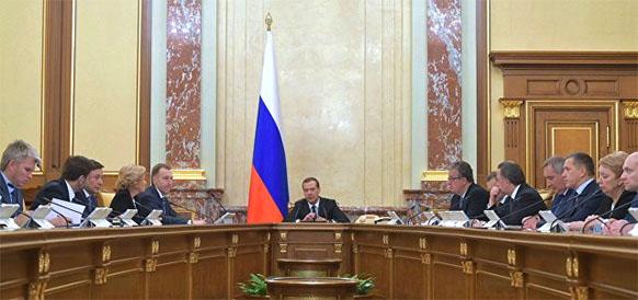 Д. Медведев: Утверждено новое бюджетное правило с отсечения по цене нефти в 40 долл США/барр. При курсе рубля 58 руб/долл США - это любопытно