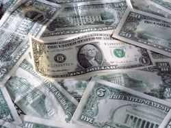 Доллар потерял 8 копеек