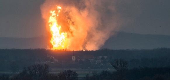 Огонь на Хохряковском нефтяном месторождении Роснефти в ХМАО распространился на административные здания