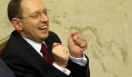 А.Яценюк: Кабмин Украины продолжит перечислять деньги Крыму