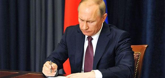 Точка поставлена. В. Путин утвердил федеральный бюджет РФ на 2017-2019 гг