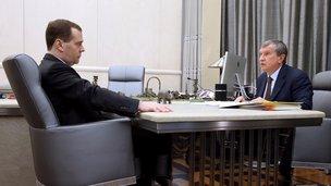 И.Сечин- Д.Медведеву. Роснефть выкупила акции у 98,23% миноритариев ТНК ВР по рыночным ценам. В преддверии обвала рубля