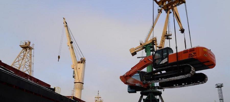 В порту Мурманска завершилась погрузка грузов на теплоход «Сибирь»
