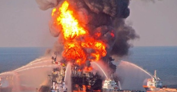 На платформе Pemex в Мексиканском заливе произошел взрыв