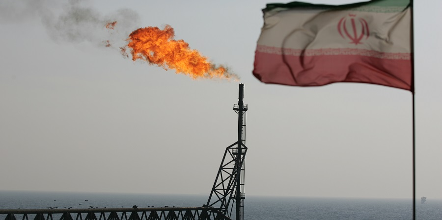 Иран начал добычу нефти с новой платформы на месторождении Салман