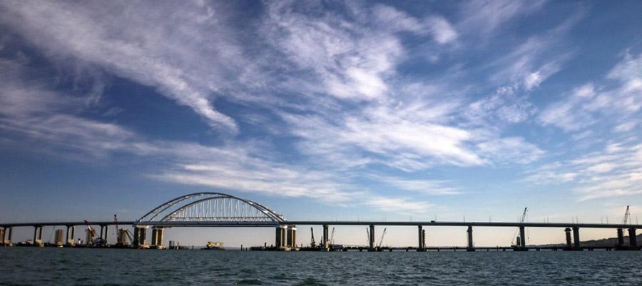 Госдума: первые поезда по Крымскому мосту отправятся в Москву и Санкт-Петербург