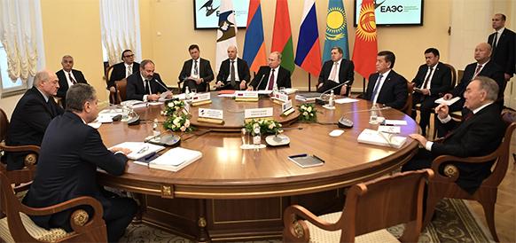 Бурное объяснение в нехорошей форме. Несмотря на спор В. Путина и А. Лукашенко, лидеры стран ЕАЭС согласовали программу формирования общих рынков нефти и газа